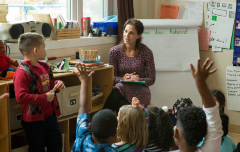 A kindergarten teacher assigns students to the different activity centers they want to explore. <br> <strong>Photo by Allison Shelley/The Verbatim Agency for American Education: Images of Teachers and Students in Action</strong>